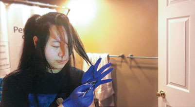 Junior Baeyoung Yoo applies bleach to the ends of her hair. When dyeing hair at home, it is important to take precautions during and after the process to keep the hair healthy and make the color last. Photo by Baeyoung Yoo