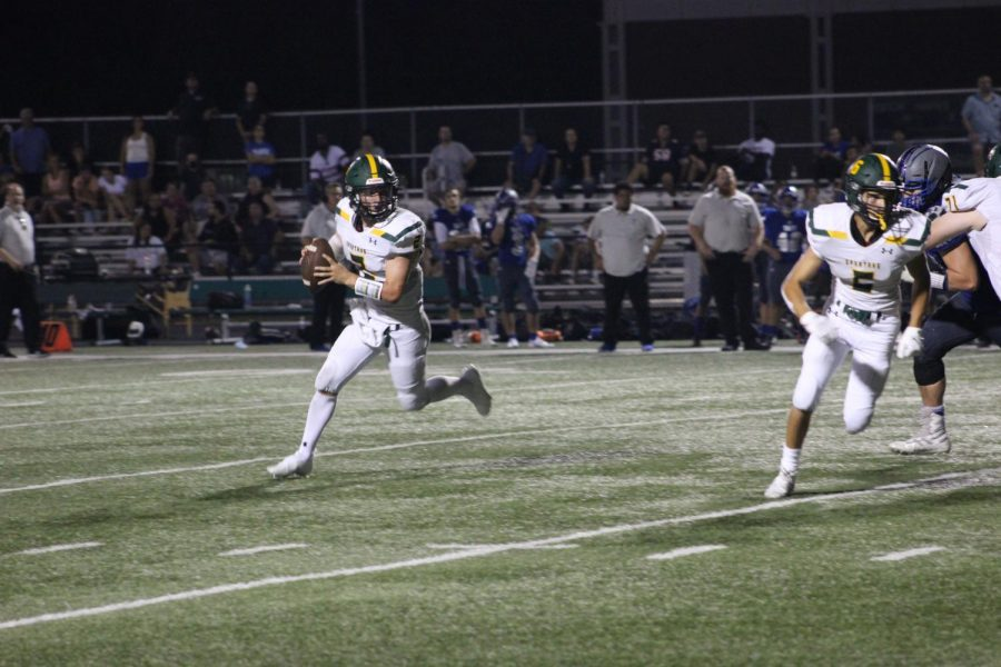 Quarterback Murphy Mulvihill throws for over 200 yards and two touchdowns in a 24-16 win against Taft on Aug. 27. After sustaining a head injury his freshman season, Mulvihill switched from middle linebacker and running back to free safety and quarterback. Photo by Alicia Amsel