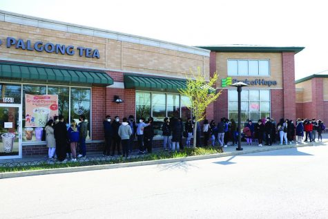 The line of customers in front of Palgong Tea wraps around surrounding businesses on May 1, the shop's opening day. Palgong Tea, a bubble tea chain originating from South Korea, offers a diverse menu of drinks at its first U.S. location in Glenview. Photo by Alex Garibashvily